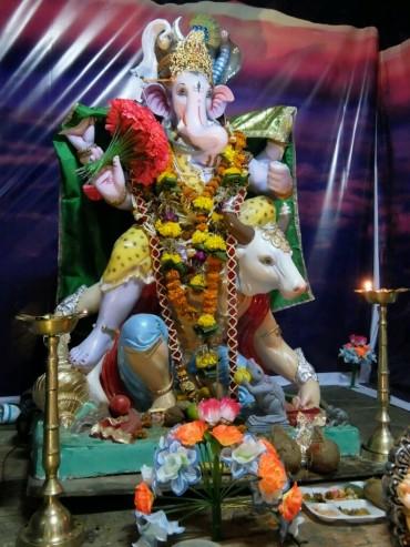 Ganesha und Nandi