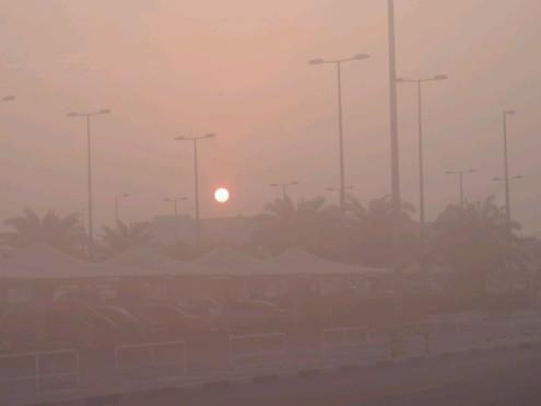 Sechs Uhr morgens am Flughafen, 30 Grad Celsius