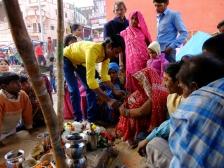 Segnung der Braut durch Familienmitglieder